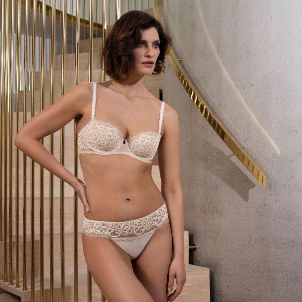 Lace Essentiel Cream/Powder balcony-bh med bøjler
